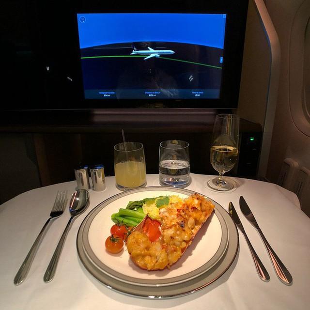 Muốn biết hạng thương gia sang chảnh hơn ghế thường ra sao, cứ nhìn bữa ăn của 19 hãng bay nổi tiếng này sẽ rõ! - Ảnh 32.