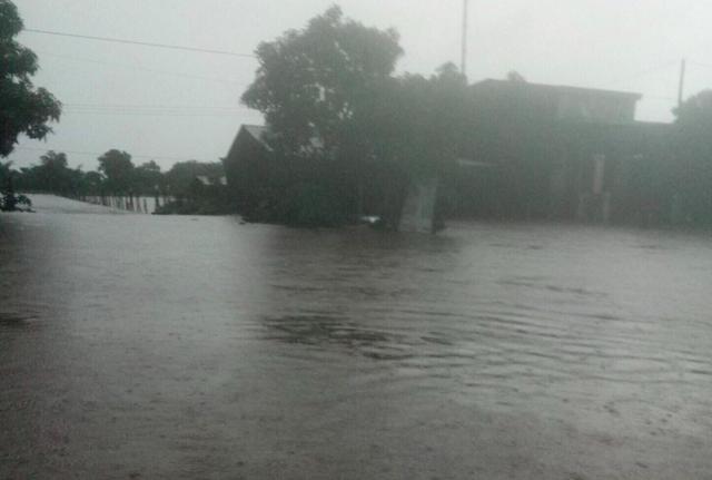 Mưa khủng khiếp ở Đắk Lắk, nhiều xã ngập nặng, chia cắt - Ảnh 5.