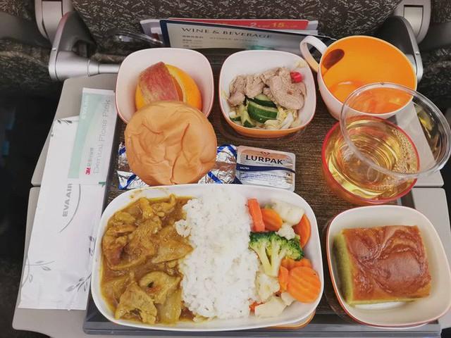 Muốn biết hạng thương gia sang chảnh hơn ghế thường ra sao, cứ nhìn bữa ăn của 19 hãng bay nổi tiếng này sẽ rõ! - Ảnh 41.