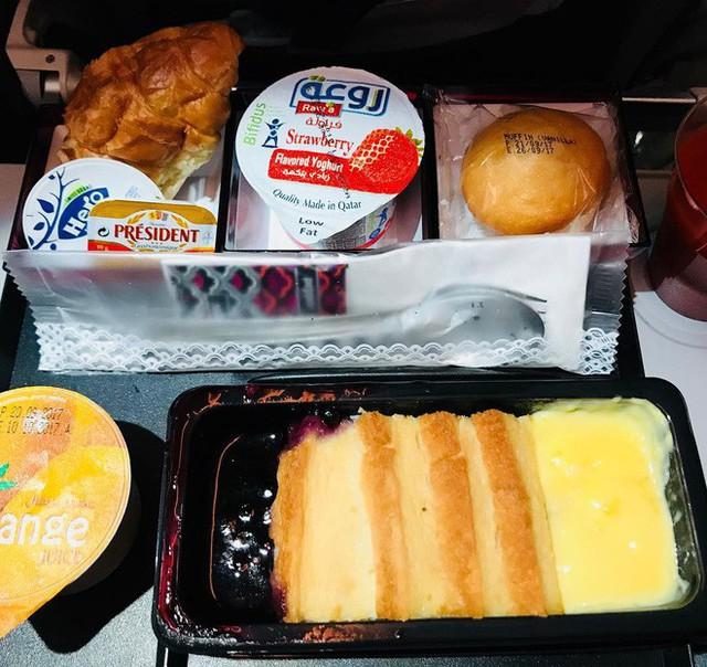 Muốn biết hạng thương gia sang chảnh hơn ghế thường ra sao, cứ nhìn bữa ăn của 19 hãng bay nổi tiếng này sẽ rõ! - Ảnh 47.