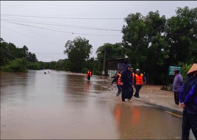 Mưa khủng khiếp ở Đắk Lắk, nhiều xã ngập nặng, chia cắt - Ảnh 6.