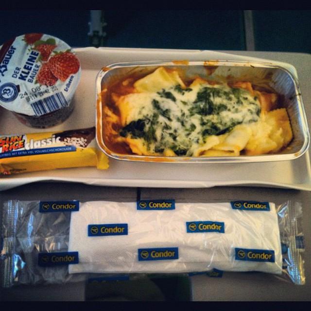 Muốn biết hạng thương gia sang chảnh hơn ghế thường ra sao, cứ nhìn bữa ăn của 19 hãng bay nổi tiếng này sẽ rõ! - Ảnh 58.