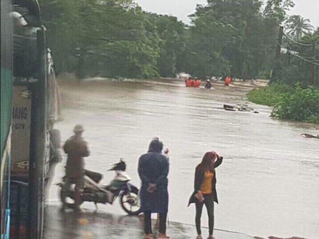 Mưa khủng khiếp ở Đắk Lắk, nhiều xã ngập nặng, chia cắt - Ảnh 7.
