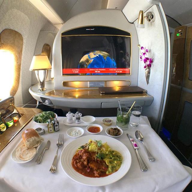 Muốn biết hạng thương gia sang chảnh hơn ghế thường ra sao, cứ nhìn bữa ăn của 19 hãng bay nổi tiếng này sẽ rõ! - Ảnh 9.