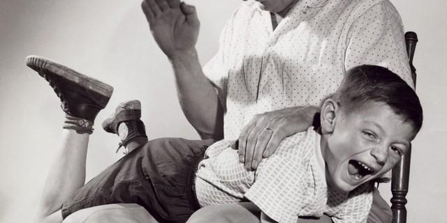 Dạy con theo kiểu thương cho roi cho vọt đã quá lỗi thời: Thay vì khiến trẻ cục súc, giảm IQ, chuyên gia khuyên làm các điều sau - Ảnh 1.