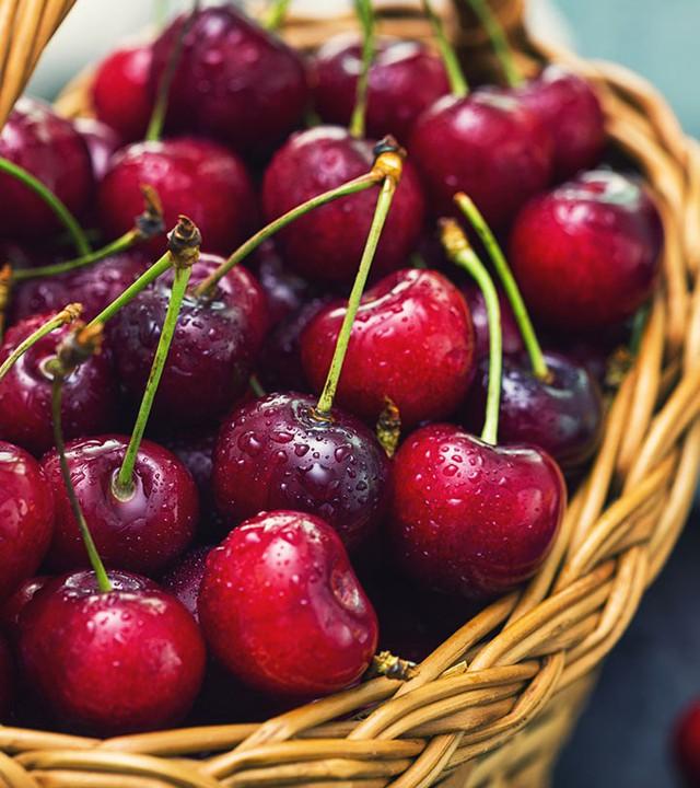 Cherry đang rẻ và có thể ngừa ung thư nhưng chị em mua ăn nhớ tránh 6 điều cấm kỵ này kẻo ngộ độc, thậm chí tử vong - Ảnh 1.