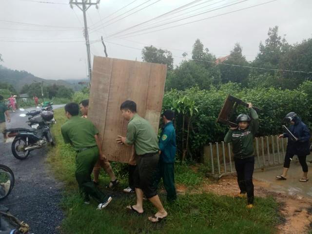 Lâm Đồng xuất hiện lũ quét, 1 công an viên bị lũ cuốn trôi - Ảnh 3.
