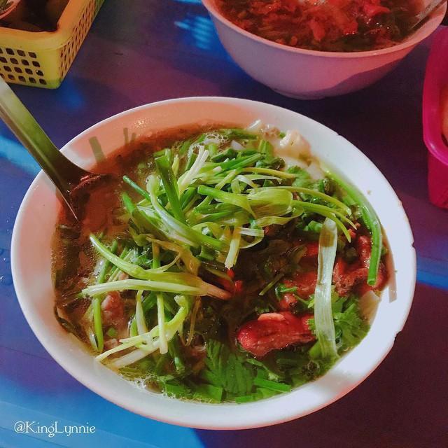 Những hàng ăn ở Hà Nội chỉ mở lúc rạng sáng và nghỉ bán khi mặt trời vừa lên, dù gió rét vẫn tấp nập người qua lại - Ảnh 7.