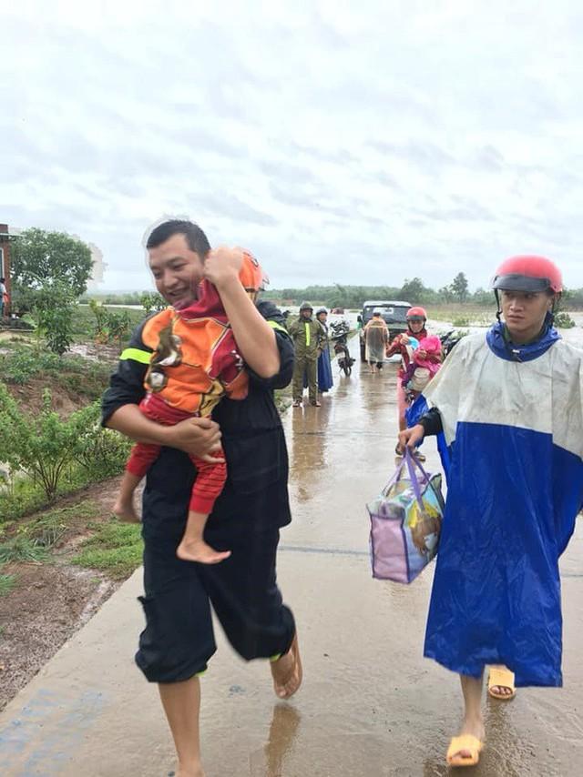 Mưa lớn kéo dài, Đắk Lắk ngập lụt diện rộng - Ảnh 8.