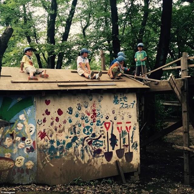 Trẻ em Nhật đang được khuyến khích chơi với dao, búa, đốt lửa và trèo lên mái nhà, các mẹ Việt có dám thử? - Ảnh 8.