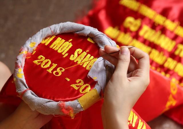 Hà Nội: Không khí nhộn nhịp ở làng nghề may cờ Tổ quốc - Ảnh 6.