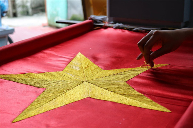 Hà Nội: Không khí nhộn nhịp ở làng nghề may cờ Tổ quốc - Ảnh 8.