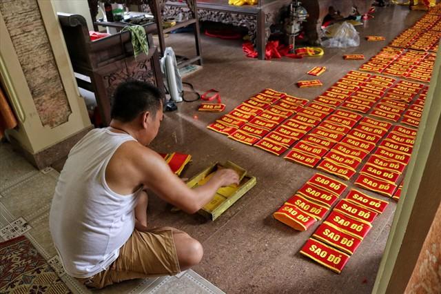 Hà Nội: Không khí nhộn nhịp ở làng nghề may cờ Tổ quốc - Ảnh 9.