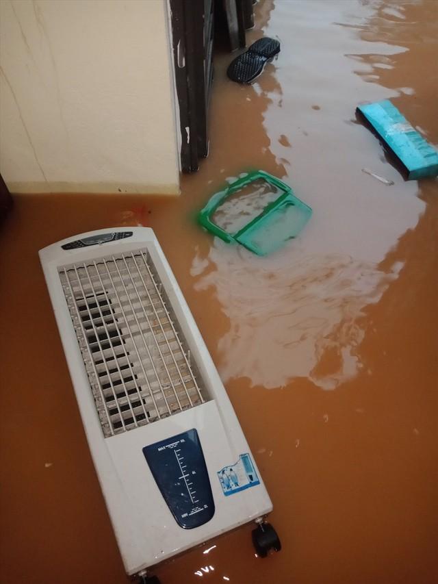 Thái Nguyên mưa lớn, đường biến thành sông, nhà cửa ô tô chìm trong nước - Ảnh 12.