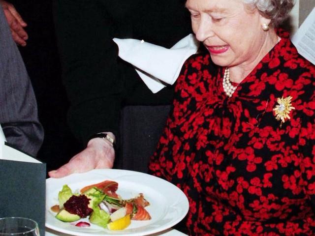 Đây là 3 thói quen ăn uống giúp Nữ hoàng Elizabeth II đã 93 tuổi mà vẫn sống khỏe mạnh, trường thọ - Ảnh 5.