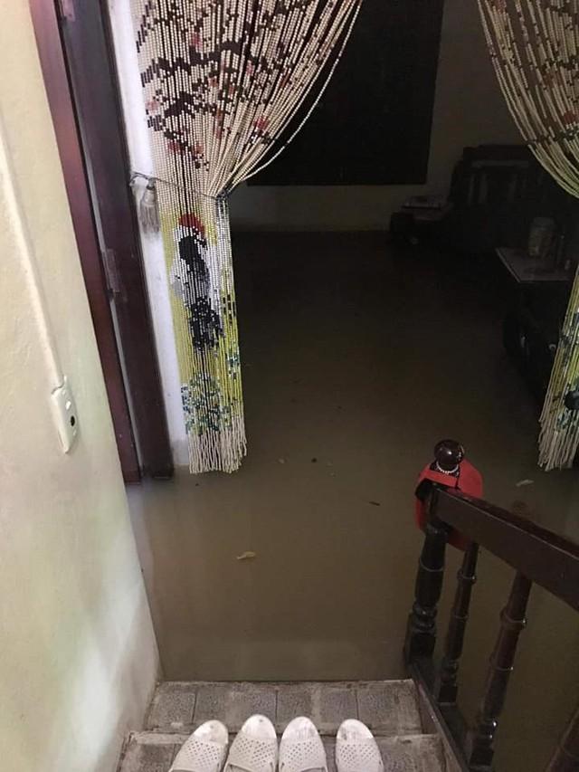 Thái Nguyên mưa lớn, đường biến thành sông, nhà cửa ô tô chìm trong nước - Ảnh 10.