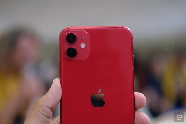 Cận cảnh iPhone 11: Chiếc iPhone flagship giá rẻ nhất của Apple - Ảnh 4.