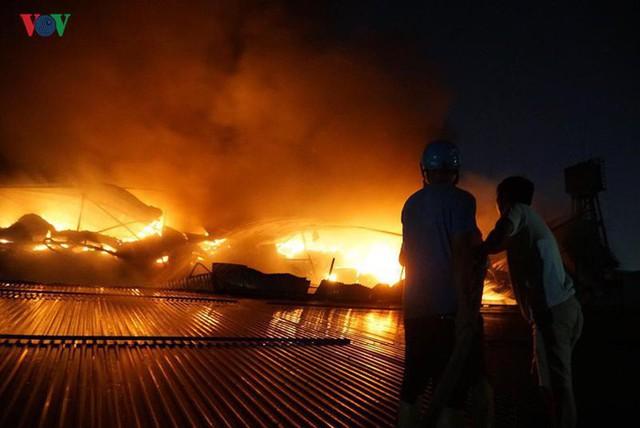 Những câu hỏi lớn sau vụ cháy Công ty Rạng Đông? - Ảnh 5.