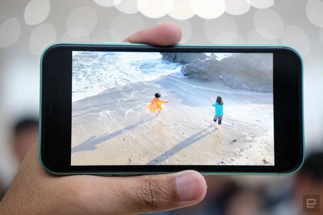Cận cảnh iPhone 11: Chiếc iPhone flagship giá rẻ nhất của Apple - Ảnh 5.
