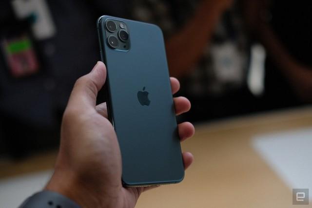 Cận cảnh iPhone 11 Pro và 11 Pro Max: Mặt lưng kính mờ, cụm camera hài hước, không thực sự có nhiều cải tiến - Ảnh 6.