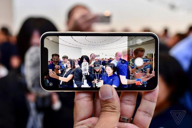 Cận cảnh iPhone 11: Chiếc iPhone flagship giá rẻ nhất của Apple - Ảnh 8.