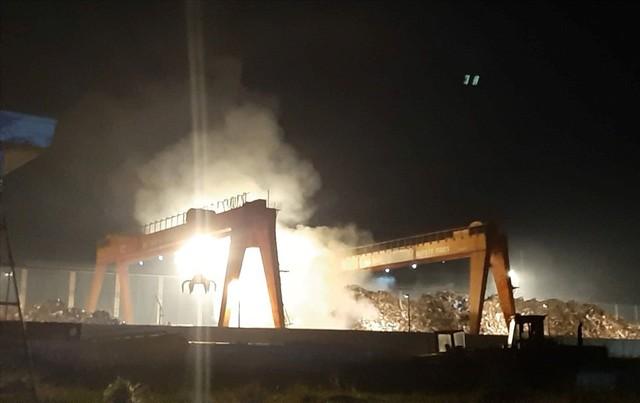 Cháy suốt nhiều giờ trong công ty thép ở Bình Dương - Ảnh 2.