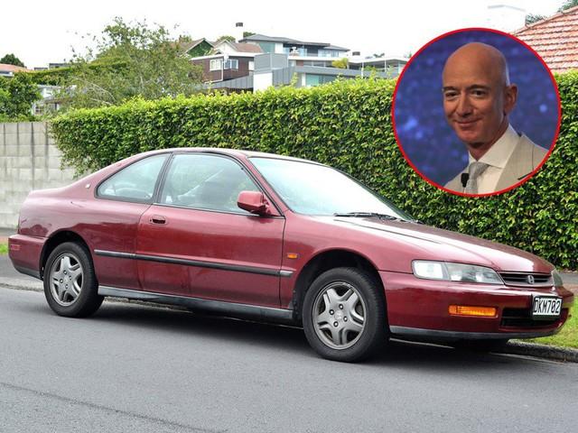 Cùng giàu nứt vách nhưng các tỷ phú lại có sở thích đi xe khác biệt: CEO Facebook sắm siêu xe giống đại gia Minh Nhựa, Jeff Bezos lại giản dị khó ngờ! - Ảnh 1.