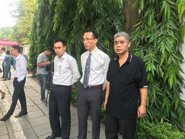 [CẬP NHẬT] Tài xế Doãn Quý Phiến thực nghiệm hiện trường vụ bé trai trường Gateway tử vong - Ảnh 14.