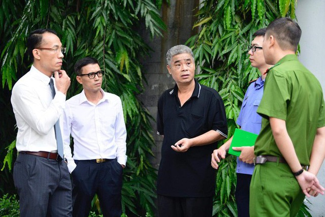 [CẬP NHẬT] Tài xế Doãn Quý Phiến thực nghiệm hiện trường vụ bé trai trường Gateway tử vong - Ảnh 16.