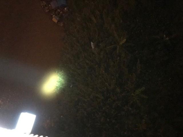 Hiện trường vụ tai nạn xe container tông hàng loạt xe máy, 1 người bay xuống sông Hồng - Ảnh 5.