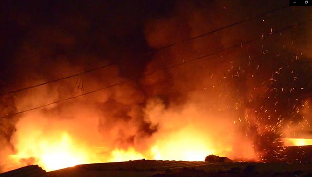 Bình Phước: Chợ Bình Long bất ngờ bốc cháy - Ảnh 1.