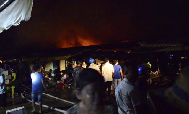 Bình Phước: Chợ Bình Long bất ngờ bốc cháy - Ảnh 2.