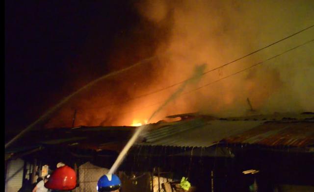 Bình Phước: Chợ Bình Long bất ngờ bốc cháy - Ảnh 3.