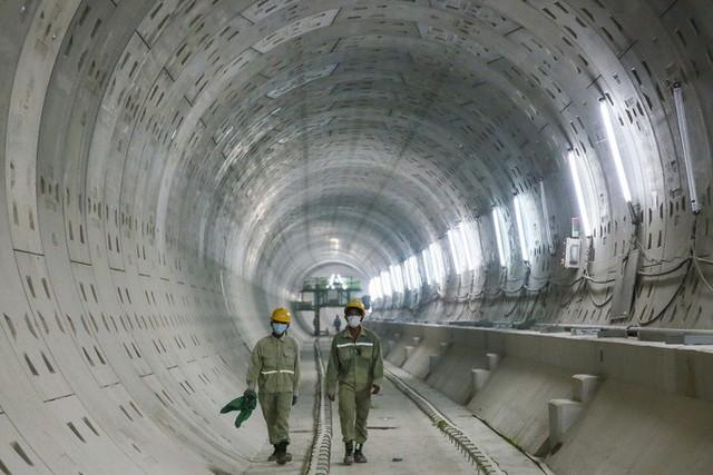 Diện mạo đường hầm Metro số 1 xuyên lòng đất tại trung tâm TP HCM - Ảnh 4.