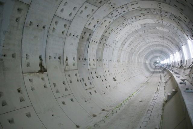 Diện mạo đường hầm Metro số 1 xuyên lòng đất tại trung tâm TP HCM - Ảnh 5.