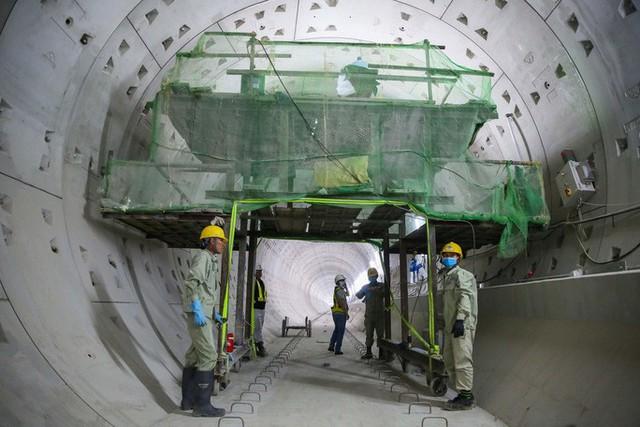 Diện mạo đường hầm Metro số 1 xuyên lòng đất tại trung tâm TP HCM - Ảnh 6.