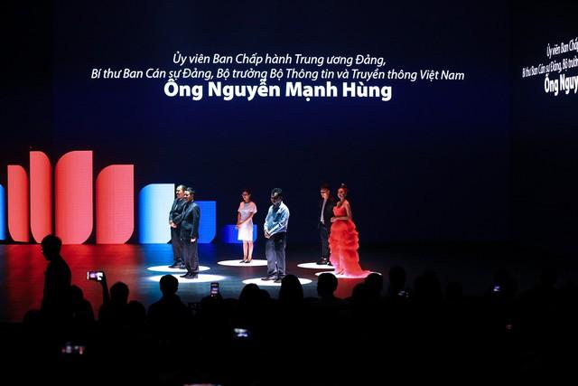 Bộ trưởng TTTT tại sự kiện ra mắt Lotus: Khi nghe anh Tân giới thiệu tôi nghĩ rằng tại sao người Việt Nam không nghĩ rằng có nhiều Steve Job Việt Nam - Ảnh 1.