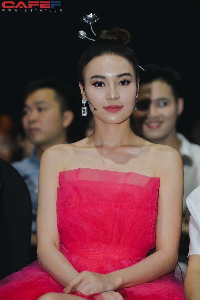Dàn hoa hậu, người đẹp xuất hiện sớm tại thảm đỏ sự kiện ra mắt MXH Lotus: Tú Anh nổi bật với đầm đỏ rực! - Ảnh 10.