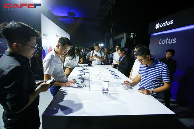 Trải nghiệm MXH Lotus ngay trước giờ G: Các khách mời vô cùng thích thú với tính năng độc đáo, khác biệt trong sản phẩm của người Việt! - Ảnh 6.