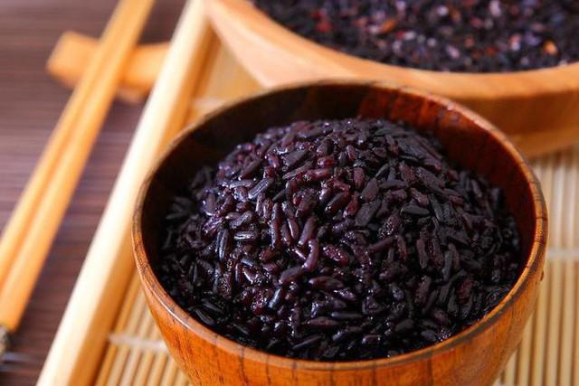 Gạo đen: Loại gạo từng chỉ dành cho vua chúa, giờ được săn đón vì những lợi ích tuyệt vời này - Ảnh 1.