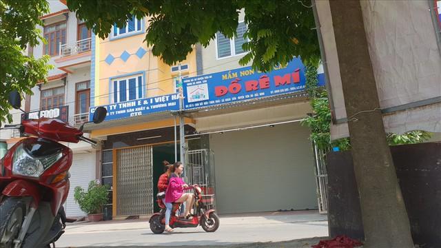 Lái xe trường mầm non ở Bắc Ninh đã bỏ quên trẻ 3 tuổi trên xe như thế nào? - Ảnh 1.