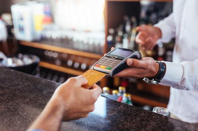 9 quy tắc dùng thẻ tín dụng bạn không bao giờ được phá vỡ - Ảnh 1.