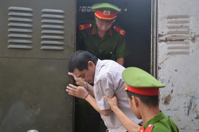 Phó Chủ tịch UBND tỉnh Hà Giang đến dự phiên tòa xét xử gian lận điểm thi THPT Quốc gia 2018 - Ảnh 2.