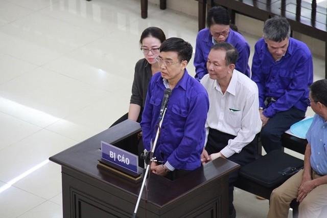 Xét xử nguyên Tổng Giám đốc bảo hiểm xã hội Việt Nam và đồng phạm  - Ảnh 1.