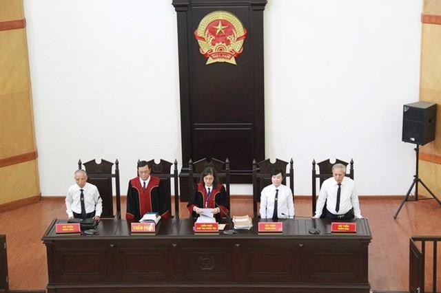 Xét xử nguyên Tổng Giám đốc bảo hiểm xã hội Việt Nam và đồng phạm  - Ảnh 2.