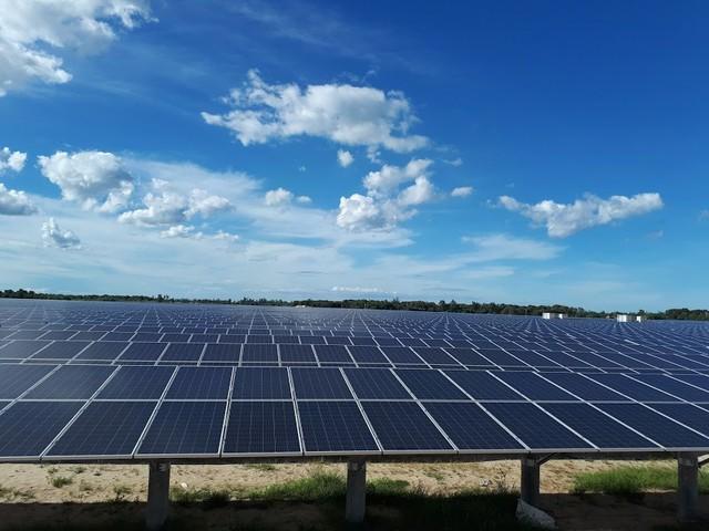 Nguồn điện vô tận trên mái nhà, giá đắt 2.156 đồng/kWh - Ảnh 1.