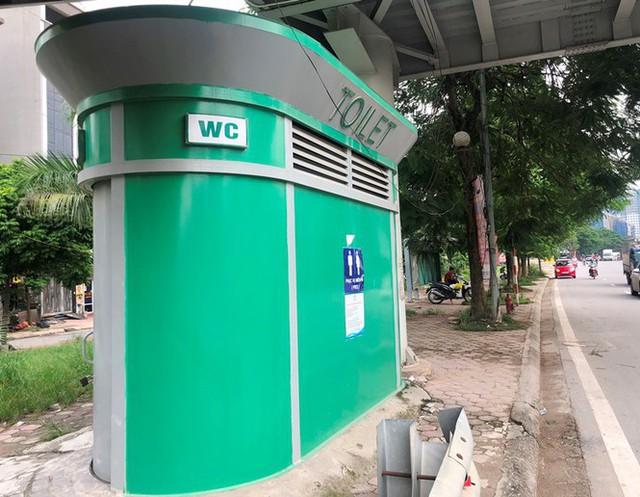 Cận cảnh nhà vệ sinh công cộng đổi quảng cáo vừa sử dụng đã hỏng - Ảnh 2.