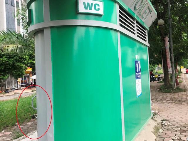 Cận cảnh nhà vệ sinh công cộng đổi quảng cáo vừa sử dụng đã hỏng - Ảnh 6.