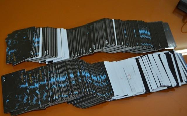 Khởi tố 3 người Trung Quốc trộm thông tin thẻ ATM chiếm đoạt tài sản - Ảnh 3.