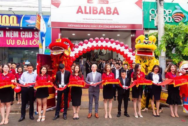 Khám xét 2 công ty con của địa ốc Alibaba ở TP.HCM - Ảnh 4.